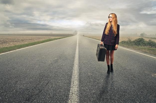 Vrouw die alleen reist