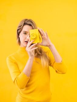Vrouw die een foto neemt