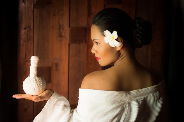 Vrouw die een massage