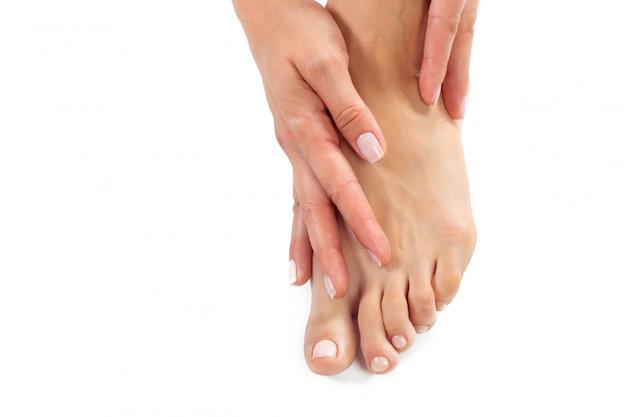 Vrouw die een voetbehandeling heeft