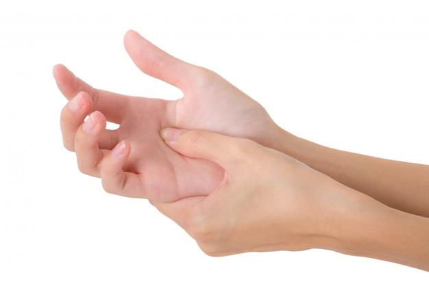 Vrouw die haar die palmhand houdt en op pijngebied masseert op wit wordt geïsoleerd