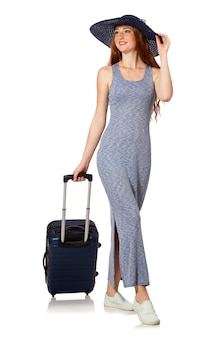 Vrouw die voor de zomervakantie op wit voorbereidingen treft