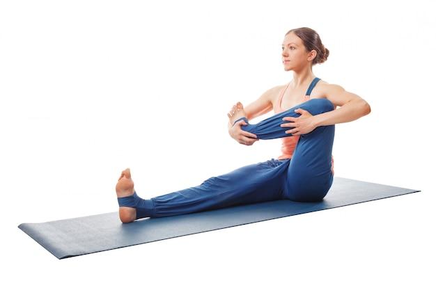 Vrouw die yoga doet - baby schommelende oefening