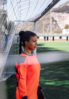 Vrouw doelman middellange schot