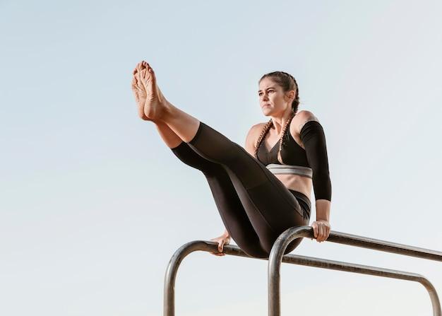 Vrouw doet fitnesstraining