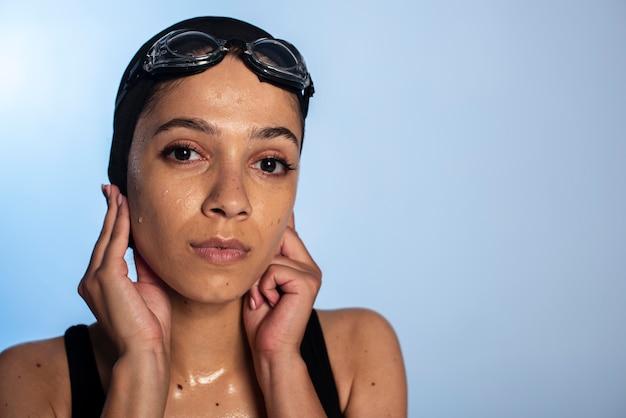 Vrouw draagt zwembroek close-up