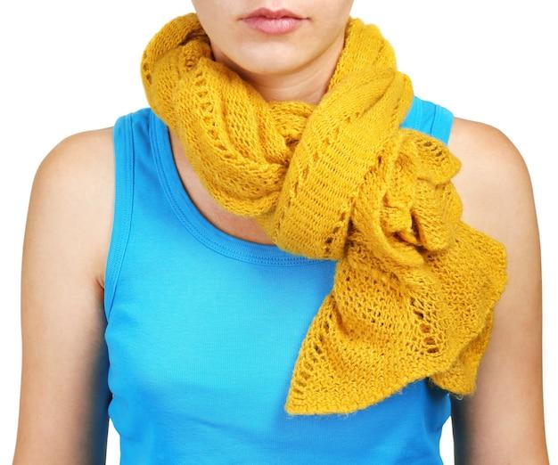 Vrouw dragen sjaal close-up
