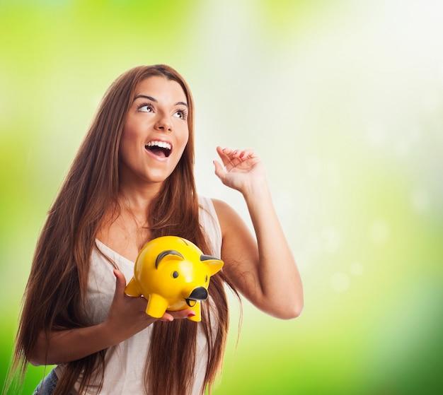 Vrouw dromen en het houden van biggen spaarpot