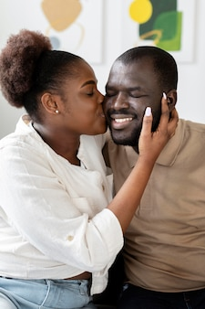 Vrouw en echtgenoot hebben wat quality time binnenshuis