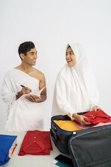 Vrouw en echtgenoot van moslim pelgrims hadj en umrah