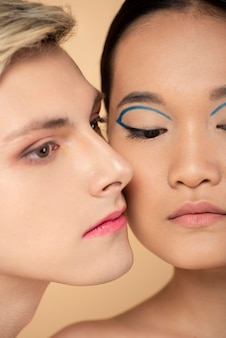 Vrouw en man met make-up