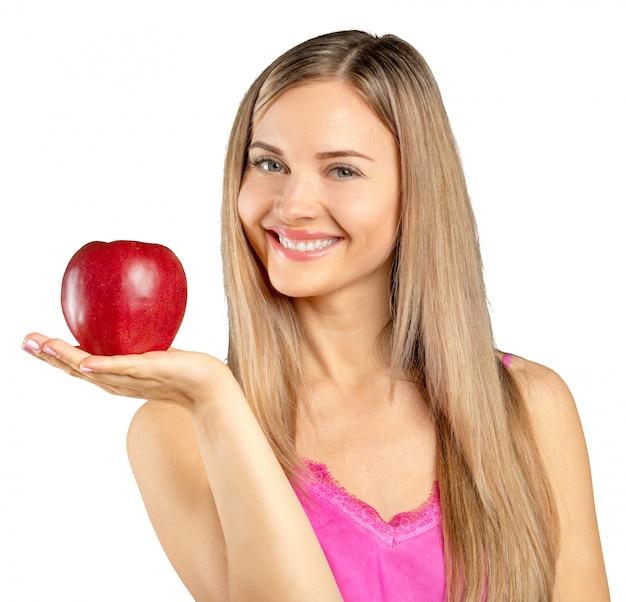 Vrouw en rode appel die over witte backgoround wordt geïsoleerd