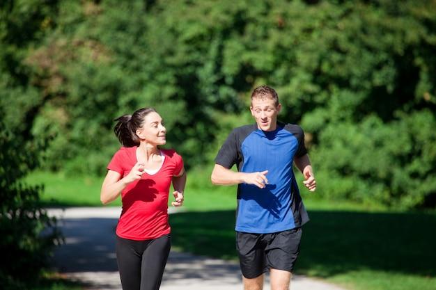Vrouw - fitness met personal trainer