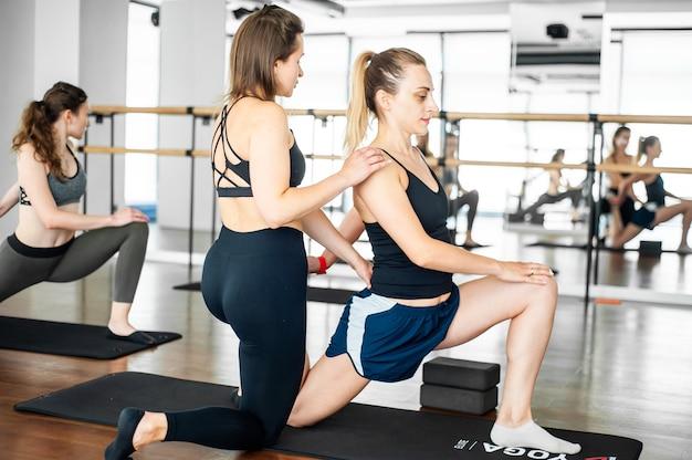 Vrouw fitness op sportschool