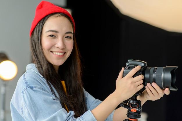 Vrouw fotograaf werken