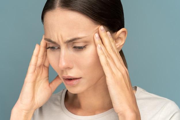Vrouw gevoel hoofdpijn