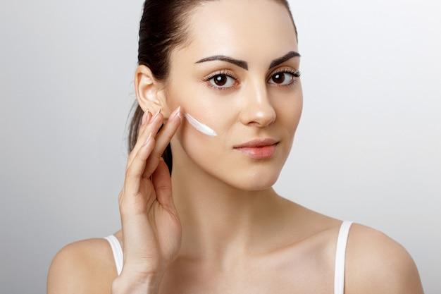 Vrouw gezicht huidverzorging vrouw gezicht huidverzorging