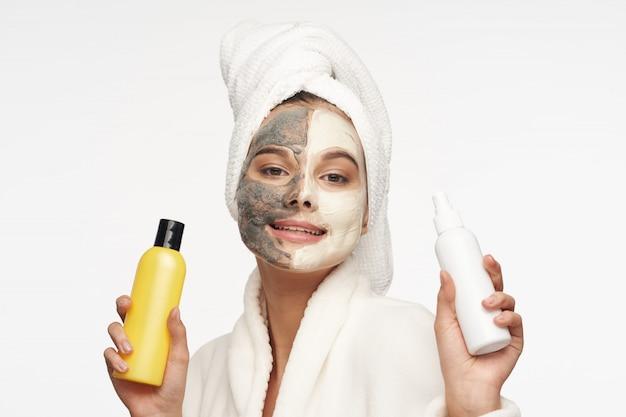 Vrouw gezichtsverzorging, maskers en portret