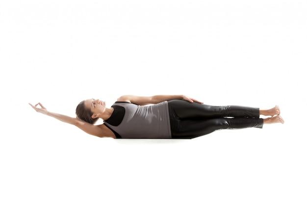 Vrouw haar lichaam liggend op de vloer