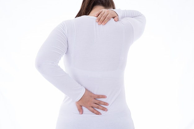 Vrouw hand aanraken van nek- en rugpijn geïsoleerd op wit