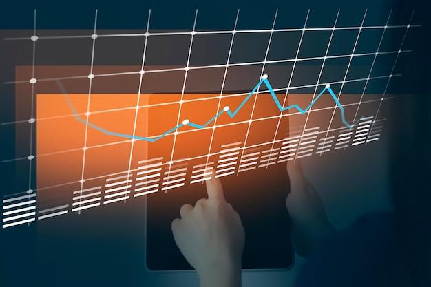 Vrouw hand tablet met netwerk in scherm