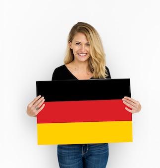 Vrouw handen houden duitsland deutschland vlag patriottisme