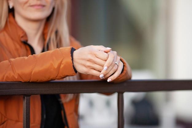 Vrouw handen met elegante manicure close-up