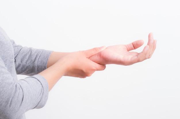 Vrouw handen pijn op witte achtergrond, kantoor syndroom concept