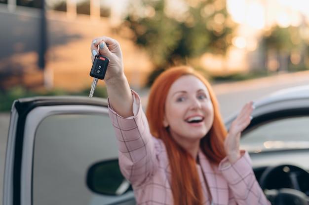 Vrouw heeft een auto gewonnen