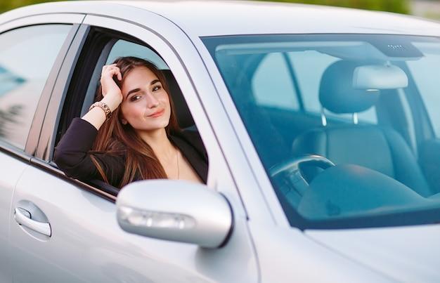 Vrouw in auto