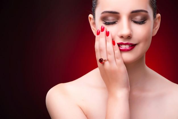 Vrouw in betoverend concept met juwelen