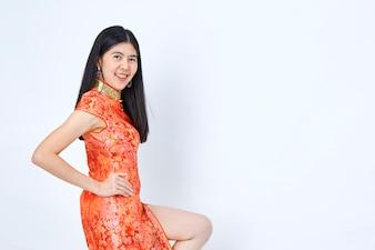 Vrouw in Chinees kledings nieuw jaar