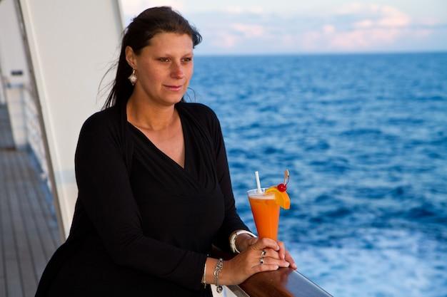 Vrouw in cruise