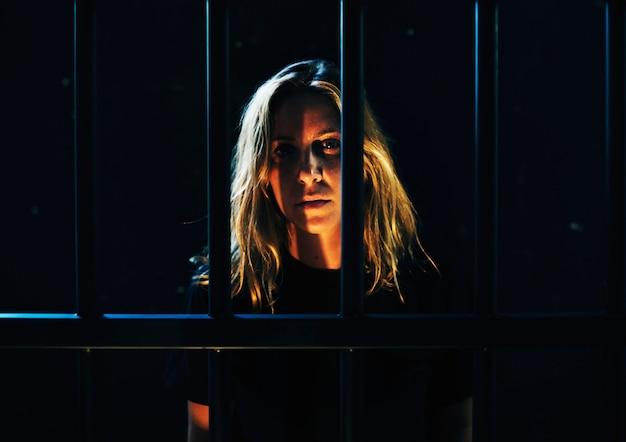 Vrouw in de gevangenis