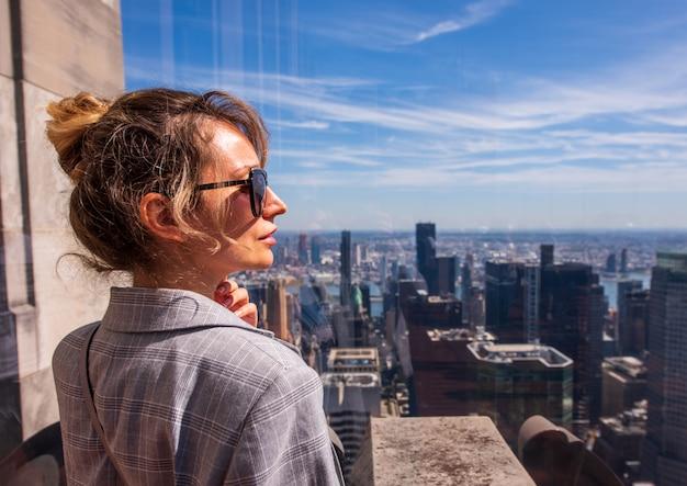 Vrouw in de stad van new york