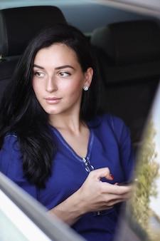 Vrouw in een auto