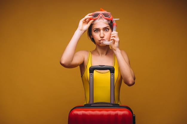 Vrouw in een geïsoleerd duikmasker