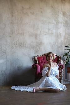 Vrouw in een jurk