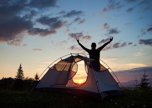 Vrouw in een tent