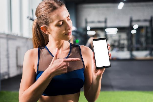 Vrouw in gymnastiek met smartphonemalplaatje