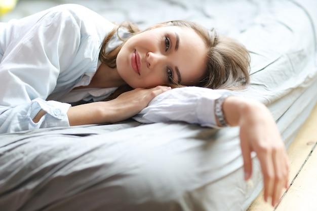 Vrouw in het bed