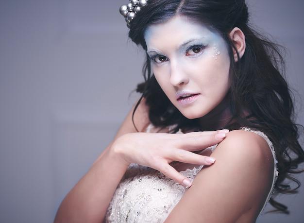 Vrouw in ijzige make-up