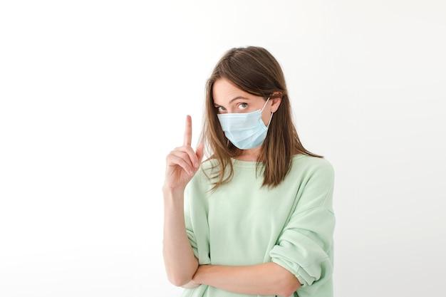 Vrouw in medisch masker