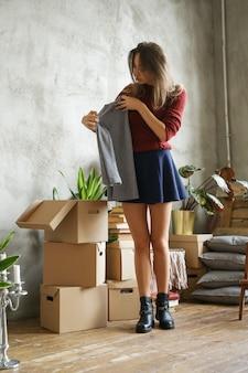 Vrouw in nieuw huis