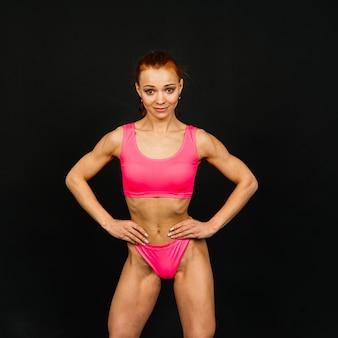 Vrouw in studio, mooie fitness sport vrouw lichaam is in ondergoed