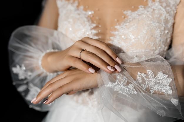 Vrouw in trouwjurk
