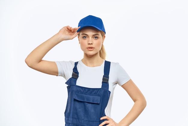 Vrouw in uniform en blauw glb werken
