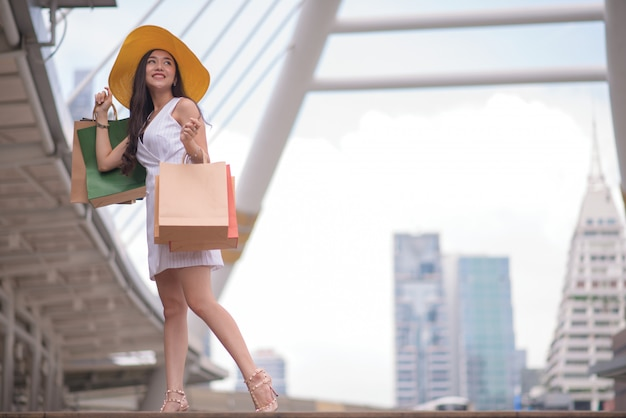 Vrouw in winkelen