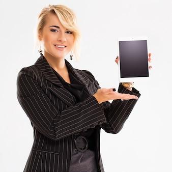 Vrouw in zakelijke outfit