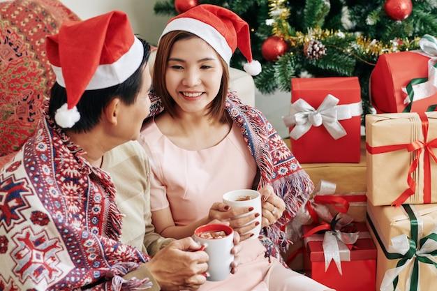 Vrouw kerstmis doorbrengen met echtgenoot